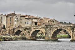 Brücke über dem Fluss Aude in Limoux, Frankreich stockfoto