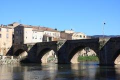 Brücke über dem Fluss Aude in Limoux, Frankreich lizenzfreie stockbilder