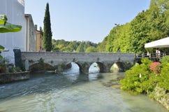 Brücke über dem Fluss Mincio Lizenzfreies Stockbild