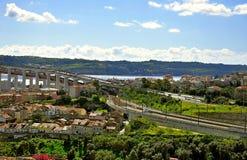 Brücke über dem Fluss Tezo in Lissabon Stockbild