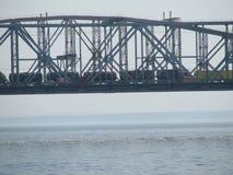 Brücke über dem Fluss Volga Stockbilder