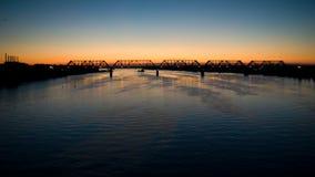 Brücke über dem Fluss Volga lizenzfreie stockbilder