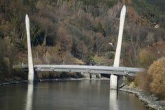 Brücke über dem Gasthaus in Innsbruck Stockbilder