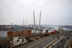 Brücke über dem goldenen Hupenschacht Lizenzfreie Stockfotos