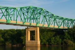 Brücke über dem Illinois-Fluss Stockfotos