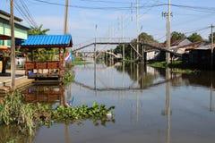 Brücke über dem Kanal Lizenzfreie Stockfotografie