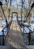 Brücke über dem Kanal im Frühjahr Lizenzfreies Stockfoto