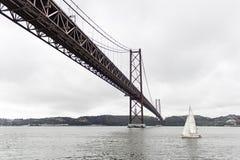 Brücke über dem Meer Stockfotografie