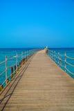 Brücke über dem Meer Stockbilder
