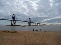 Brücke über dem Parana in den corrientes in Argentinien lizenzfreie stockfotos