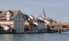 Brücke über dem Rhein in der Schweiz lizenzfreie stockfotografie