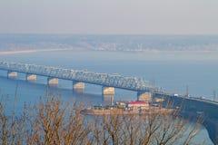 Brücke über dem Volga Stockbild