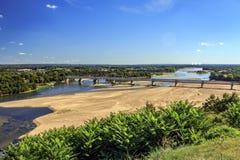 Brücke über der Loire stockfotos