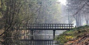 Brücke über einem Abzugsgraben Lizenzfreie Stockfotografie