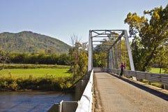 Brücke über einem Fluss Lizenzfreie Stockfotos