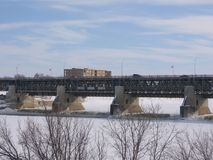 Brücke über Floodway stockfotos