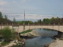 Brücke über Fluss Orco in Brandizzo Lizenzfreies Stockbild