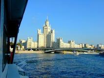 Brücke über Moskva-Fluss in Moskau Stockfotografie