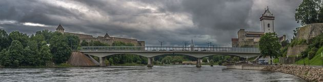 Brücke über Narva-Fluss stockfotos