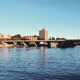 Brücke über Oswego-Fluss lizenzfreies stockbild