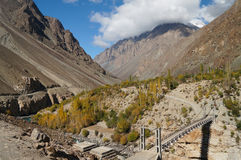Brücke über Phandar-Fluss in Nord-Pakistan Stockfotos