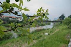 Brücke über sarca Fluss in ACRO stockbild