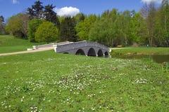 Brücke über See Stockfoto