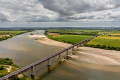 Brücke über Tagus-Fluss lizenzfreie stockfotos