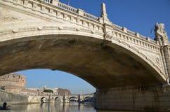 Brücke über Tevere-Fluss, Rom stockbilder