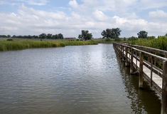 Brücke über Wasser-Kanal Stockfotografie