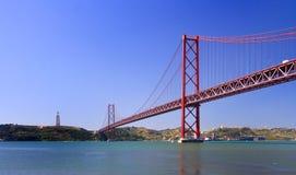 Brücke 25 Avril Stockfotos