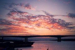 Brücke am Abend Stockbilder