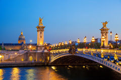 Brücke Alexandre III am Abend, Paris, Frankreich Lizenzfreies Stockbild