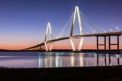 -Brücke Arthur-Ravenel, AKA/die Fassbinder-Fluss-Brücke in Charleston Sc genommen an Bord vom Ausflugboot Brücken-Charleston Sc Stockbild