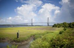 -Brücke Arthur-Ravenel, AKA/die Fassbinder-Fluss-Brücke in Charleston Sc genommen an Bord vom Ausflugboot Brücke in Charleston, S lizenzfreie stockfotografie