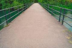 Brücke auf dem Fluss Lizenzfreie Stockfotografie