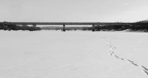 Brücke auf dem Fluss Lizenzfreies Stockbild