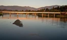 Brücke auf dem Fluss Kootenai Stockfoto