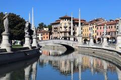 Brücke auf dem Prato-della Valle-Quadrat in Padua, Italien lizenzfreies stockbild