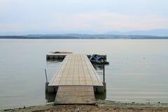Brücke auf dem See Lizenzfreies Stockbild