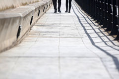 Brücke auf dem Strand Stockfotografie