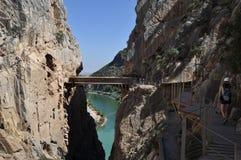 Brücke auf einer Klippe Stockbild