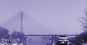 Brücke auf Fluss Lizenzfreie Stockfotos