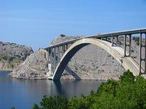 Brücke auf Insel Krk in Kroatien - adriatisches Meer Lizenzfreies Stockbild