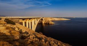 Brücke auf Insel PAG ist kroatisch stockfoto