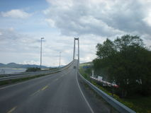 Brücke auf Landstraße Stockfotografie