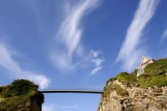 Brücke auf Newquay Klippen Stockfotografie