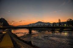 Brücke bei Sonnenaufgang im November, Bosnien und Herzegowina lizenzfreies stockfoto