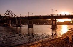 Brücke bei Sonnenuntergang Stockfotografie