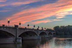 Brücke bei Sonnenuntergang Lizenzfreie Stockfotos